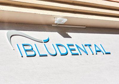 clínica dental en la Línea de la Concepción
